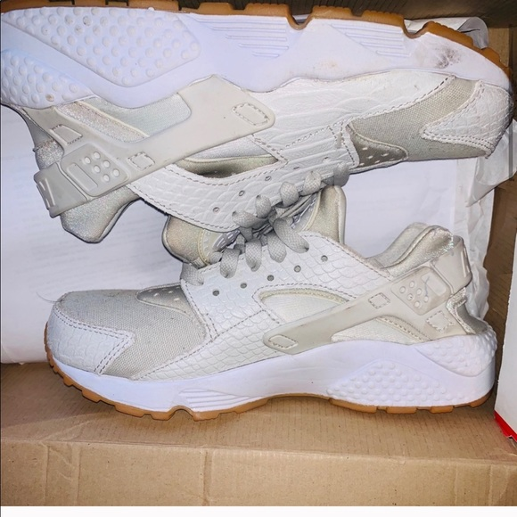 Nike Shoes   Nude Huaraches With Snake